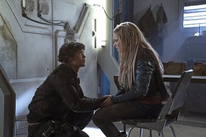"The 100 -- ""Hakeldama"" -- Image HU305a_0126 -- Pictured (L-R): Bob Morley as Bellamy and Eliza Taylor as Clarke -- Credit: Katie Yu/The CW -- © 2016 The CW Network, LLC. All Rights Reserved"