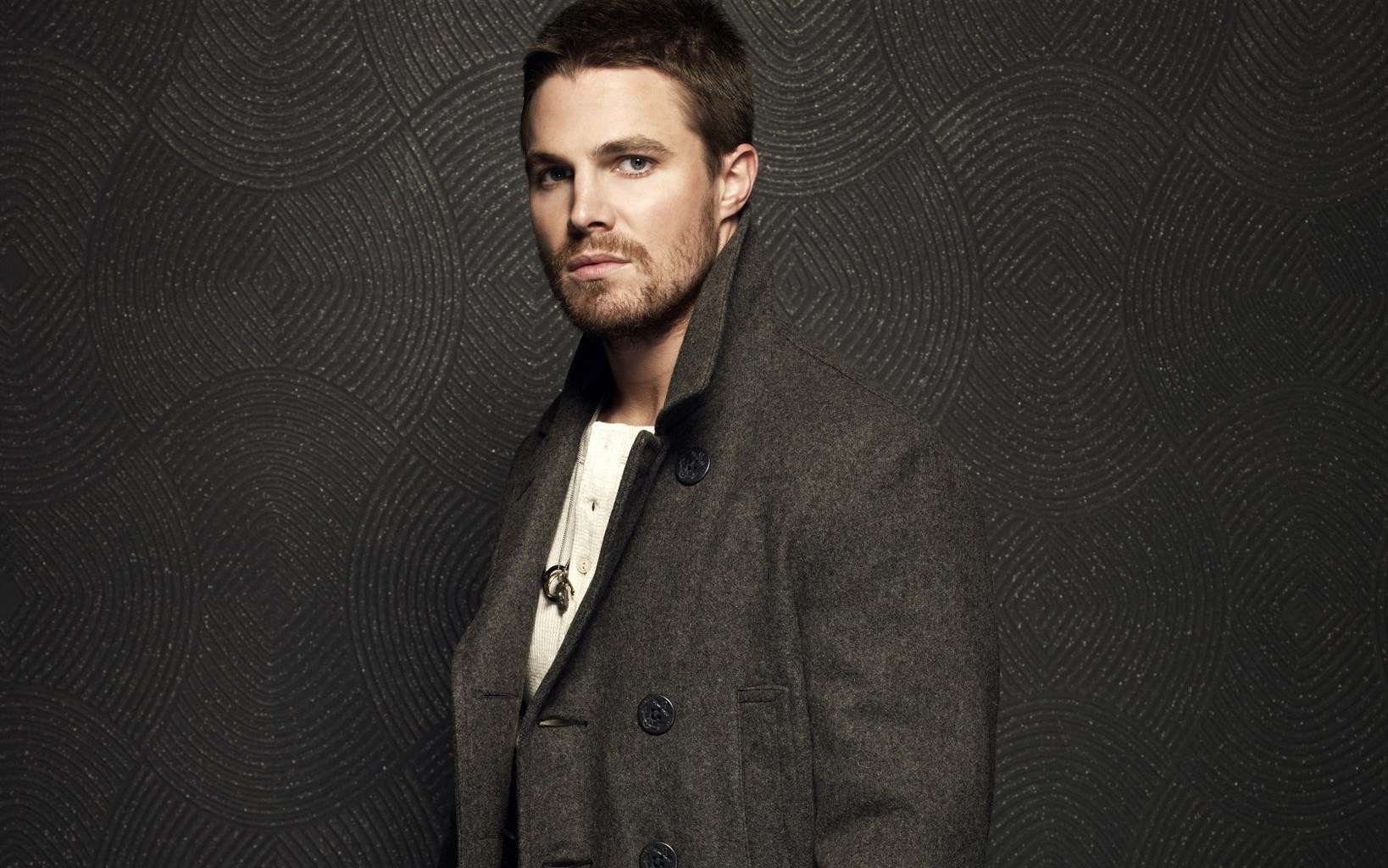 Stephen Amell to Launc...