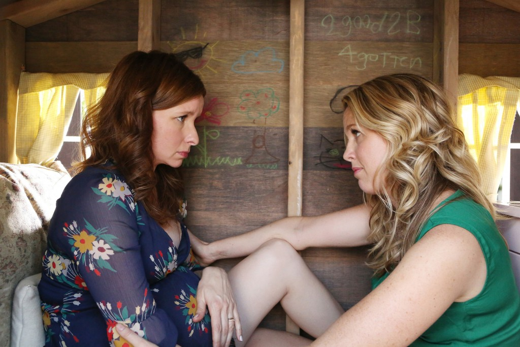 """FOR TV DAILY - PLAYING HOUSE -- """"Pilot"""" -- Pictured: (l-r) Lennon Parham as Maggie Caruso, Jessica St. Clair as Emma Crawford -- (Photo by: Evans Vestal Ward/USA Network)"""
